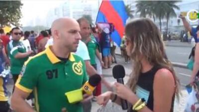 El reportero, quien ha sido identificado como Rafael Hecht, le ofreció a...