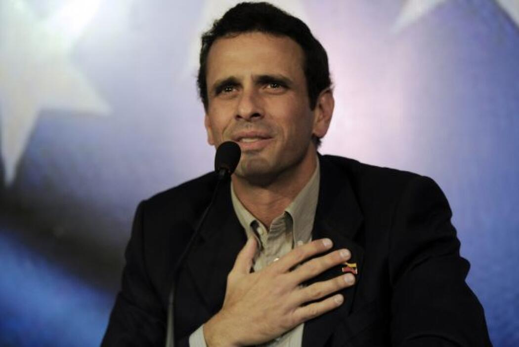 El candidato opositor a la Presidencia de Venezuela Henrique Capriles se...