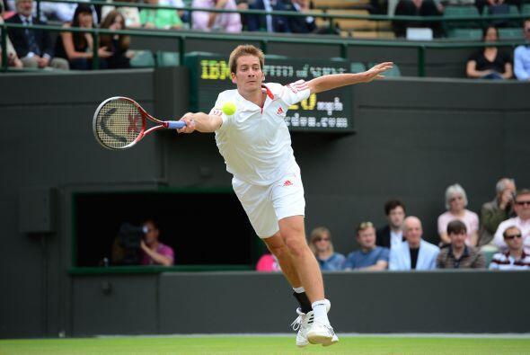 En el segundo set, el torrente de tenis del serbio no dio opción...