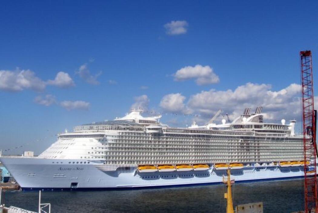 Los cruceros más grandes hasta ahora construidos son el Allure of the Se...