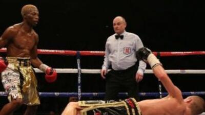 Zolani Tete retuvo título supermosca contra Paul Butler (Foto: Twitter).