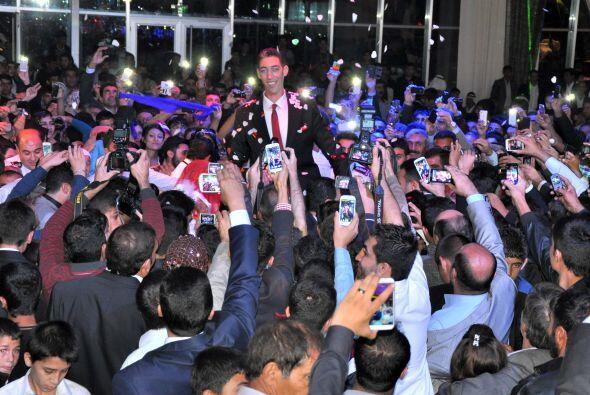 Sultan Kosen invitó a la prensa a su boda y compartió con todos su felic...