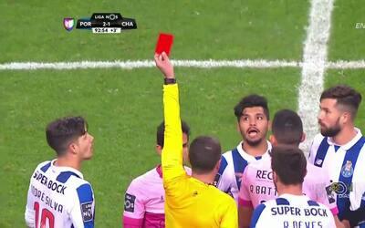 Expulsión!! El árbitro saca la roja directa a João Filipe Couto Patrão