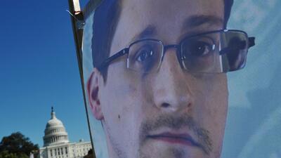 Snowden da la cara en las redes sociales