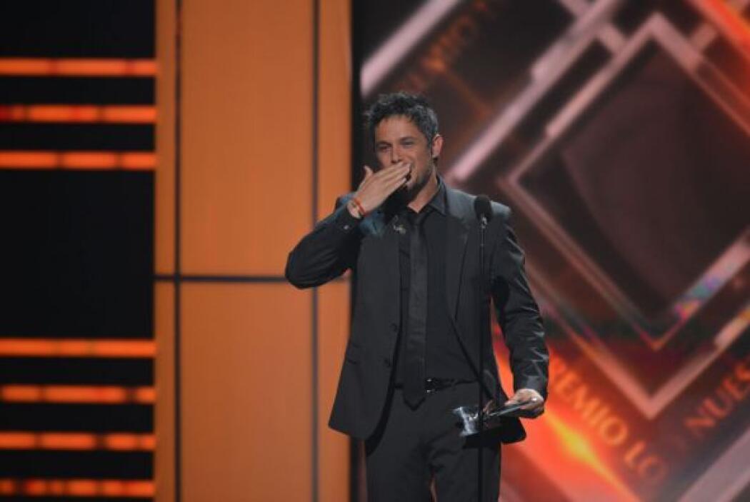 Y con este beso fue como se despidió del escenario.
