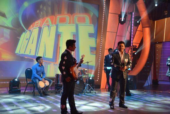 Y para continuar con la buena música, llega al programa el grupo...