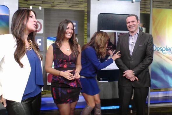 Las chicas no podían parar de reír con el buen sentido del humor de Alan...