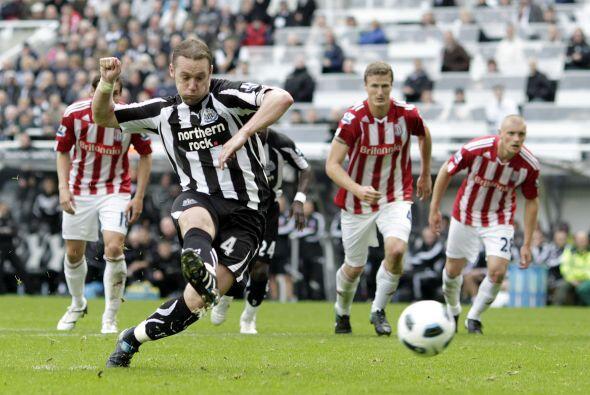 Kevin Nolan adelantó al Newcastle al convertir un penalti.