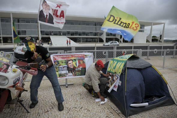 Desde tempranas horas los brasileños se encontraban listos y haciendo gu...