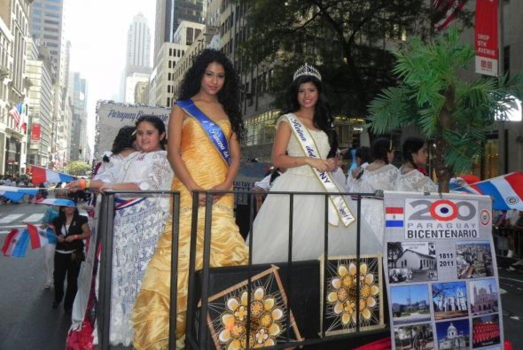 Las reinas del desfile de la hispanidad en Nu b27fda181a5d4b238ef957cac6...