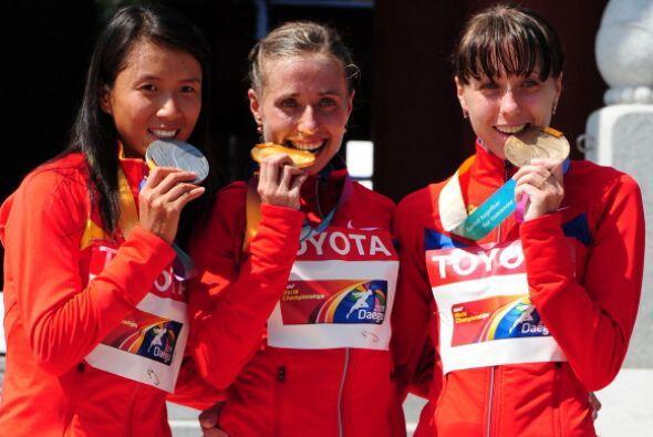 """La """"zarina"""" ganó con un tiempo de 1:29:42 horas, por delante de la china..."""