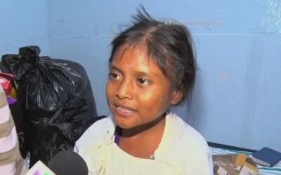 En la dieta de esta niña guatemalteca solo existe la tierra y algunas lo...