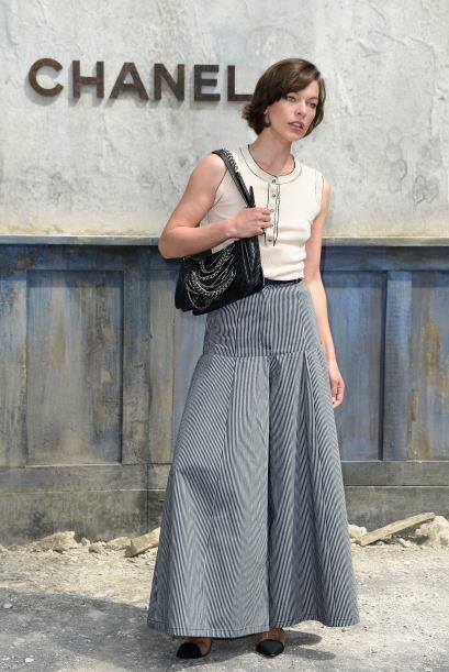 Con un 'look' muy veraniego, de maxi falda y camisa sin mangas, lleg&oac...