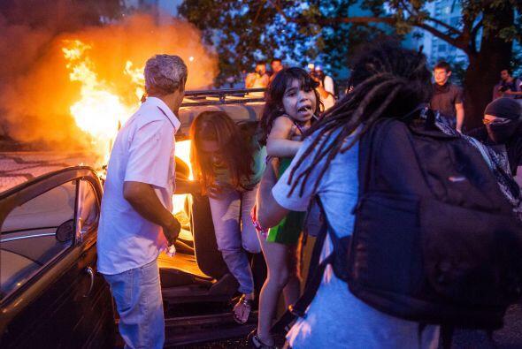 Al menos 143 personas fueron detenidos tras participar en disturbios ocu...