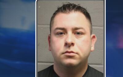 Exagente del alguacil del condado Harris es acusado de posesión de porno...