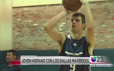 Joven hispano busca un lugar con los Mavs