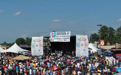 Cada año Univision Atlanta y Plaza Fiesta se unen para organizar una gra...