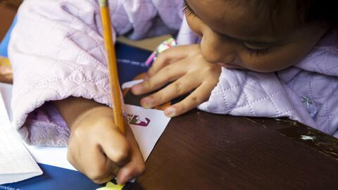 Un deseo para las fiestas: Niños hispanos escriben cartas pidiendo frena...