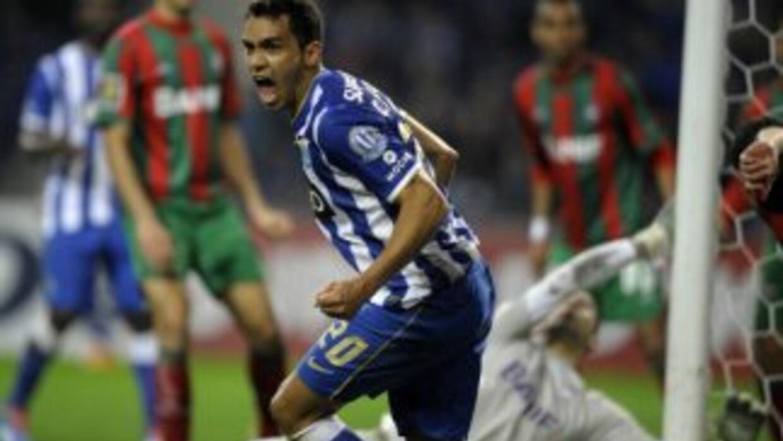 Carlos Eduardo anotó uno de los 3 del Oporto.