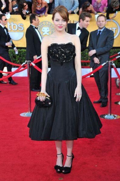 La sexy Emma Stone en 2012 usó este adorable Alexander McQueen qu...