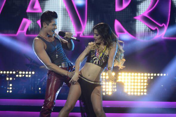 """Fernando Corona interpretó """"María"""" con una bailarina."""