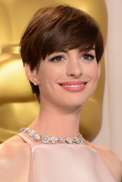 Anne Hathaway además de buena actriz es muy coqueta. Mira aqu&iac...