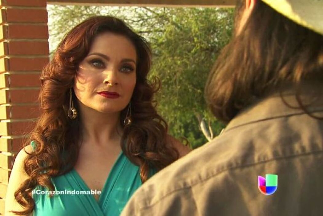 Lucía lo tranquiliza y le asegura que pronto le volverá a dar su empleo.