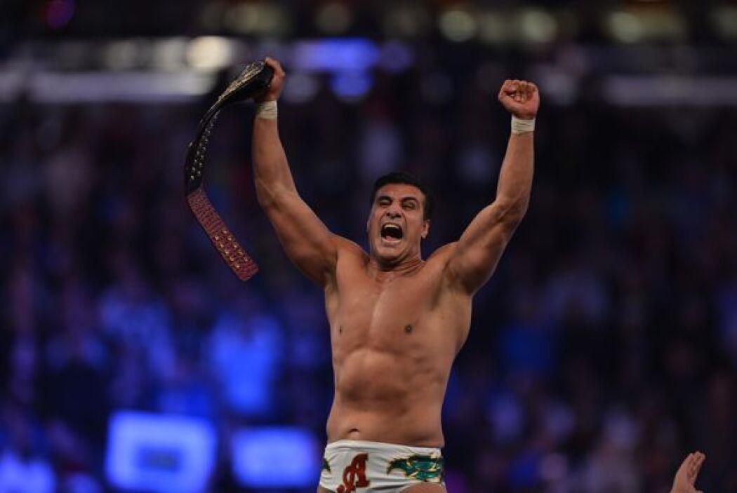 En uno de las peleas más esperadas, el mexicano Alberto del Río conservó...