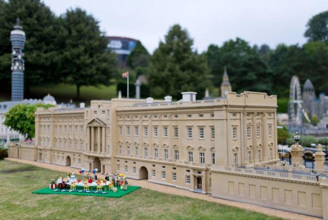 ¡Todas han estado en esta miniatura del palacio hecha a la perfección e...