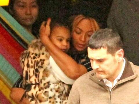 Beyoncé y Jay Z siguen disfrutando de Barcelona.  Más vide...