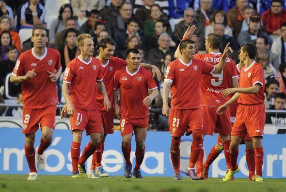 El futbolista del Sevilla hizo dos tantos para que su club derrotara por...