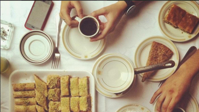 Sobre la mesa - Al Andalus