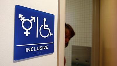 Polémica ley de baños públicos para personas transgénero