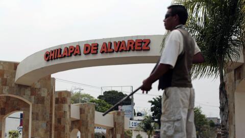 Un civil armado en la entrada de Chilapa, Guerrero.