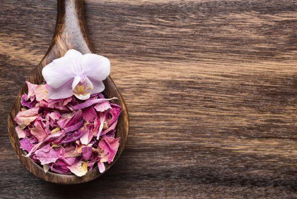 La aromaterapia a base de almizcle, fragancias de rosas rosadas, velas d...