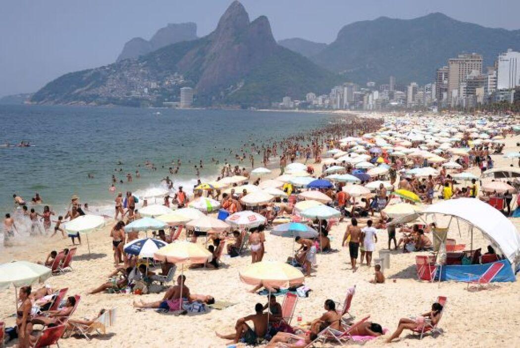 Rio de Janeiro registró este miércoles un calor récord de 43.2 grados ce...