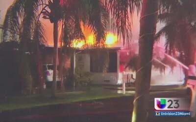 Voraz incendio consume dos casas móviles en Broward