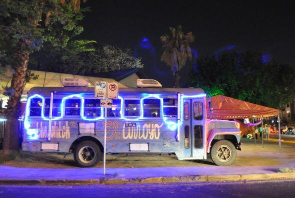 Pero el recorrido por el Austin mexicano y nocturno sigue, y una parada...