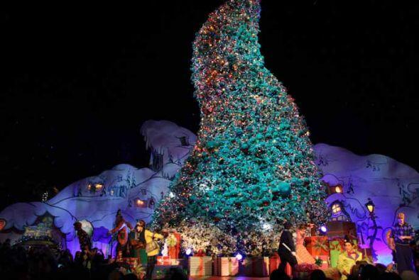 4.- Millones de lucecitas cambiaran tu carita, cuando el gran árbol de n...