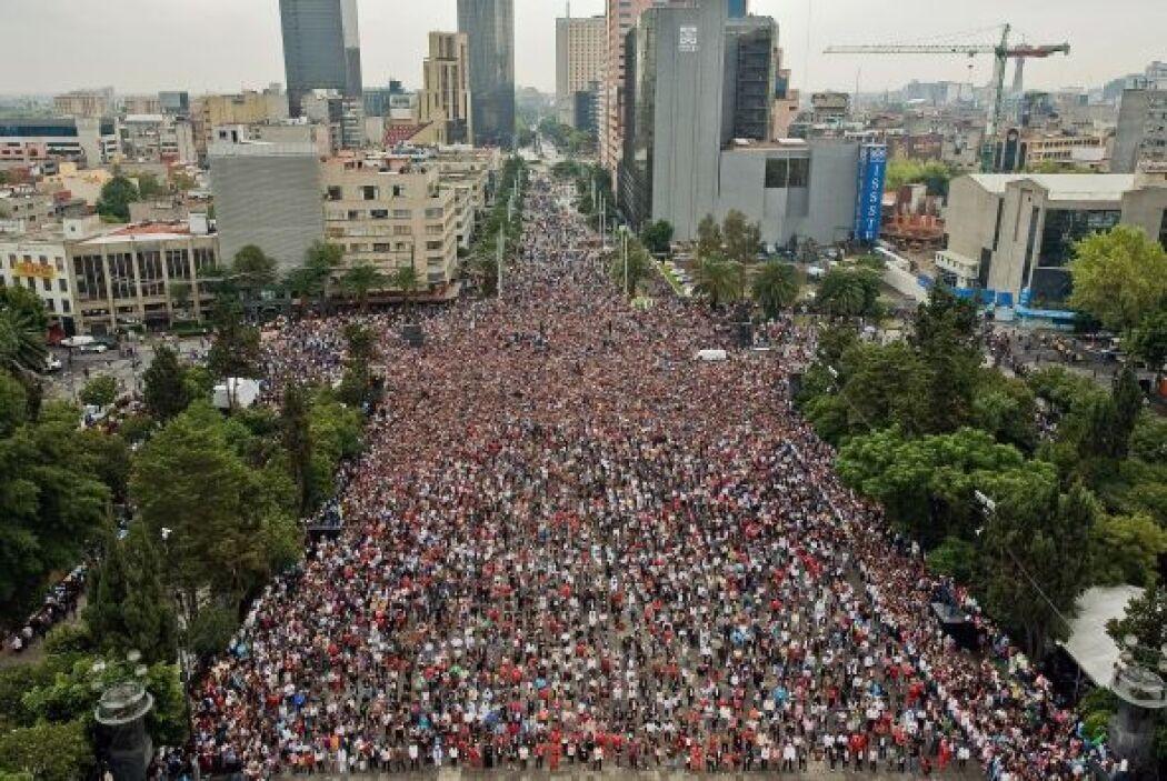 Según el dato de los organizadores más de 12,937 mexicanos participaron...