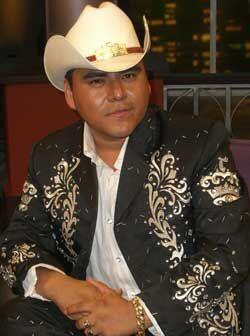 """Lalo es el líder y vocalista de """"El Trono de México&q..."""