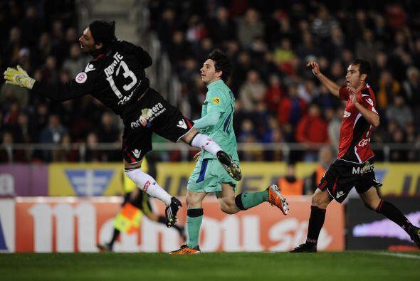 A los 38 del primer tiempo apareció Messi en el área y de...