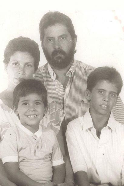 Extraña a su abuelo quien sigue en Cuba.