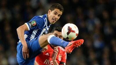 Según el portal italiano Calcionews24.com, el mexicano estaría cerca de...