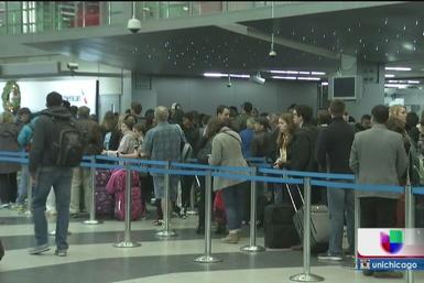 Lentas pero seguras avanzan las filas en los aeropuertos de Chicago