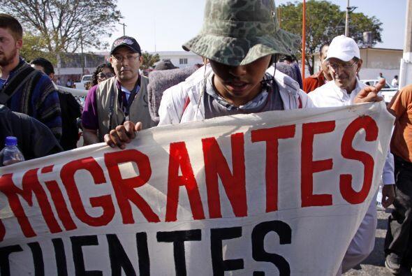 """La caravana tuvo que seguir a pie su protesta luego de una avería en """"La..."""