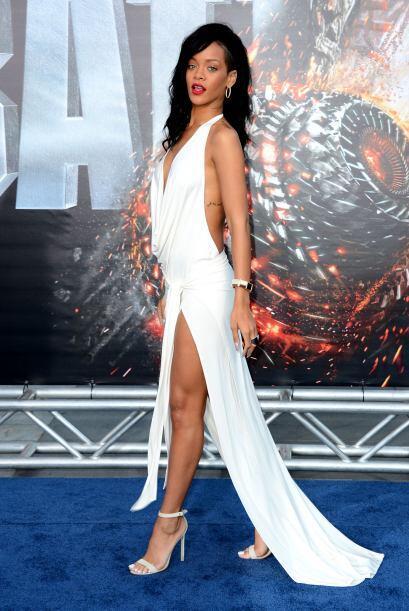 Rihanna se ha encargado de dejarnos la mandíbula hasta el piso y la ment...