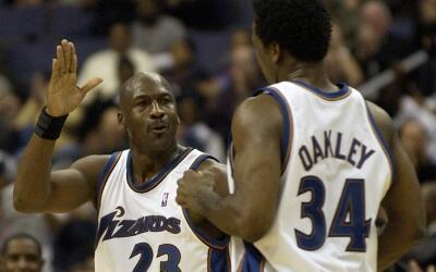 Michael Jordan intercedió por su amigo Charles Oakley