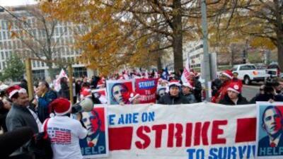 Los trabajadores piden un aumento del salario mínimo de $7.25 a por lo m...