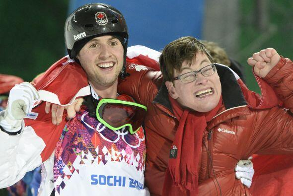 Aquí vemos al canadiense festejando con su hermano Frederic.  La...